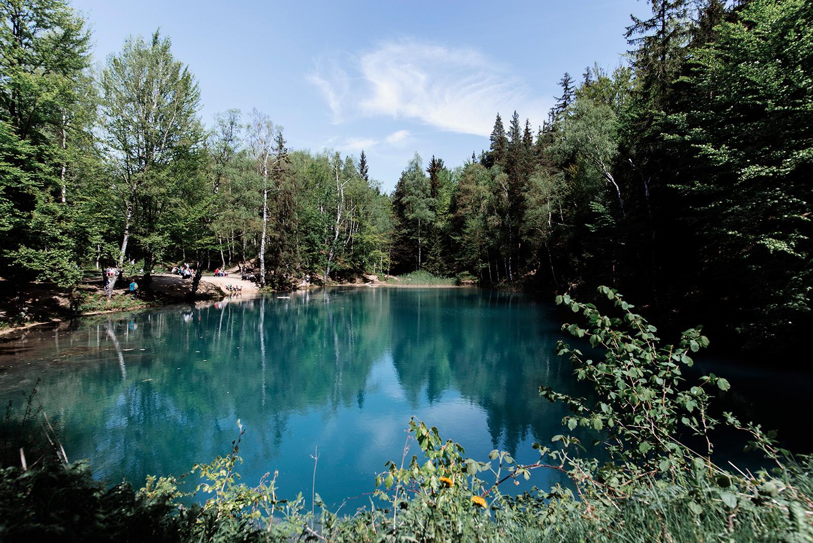 blekitne jeziorko w rudawach janowickich