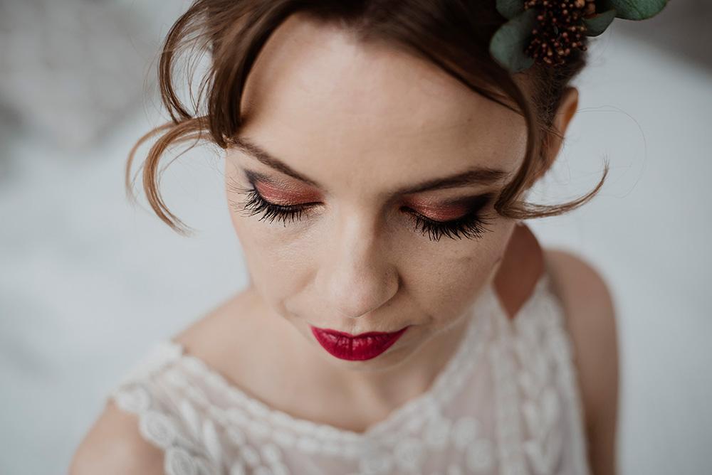 makijaz slubny czerwone usta i miedziane kolory _DSC7654