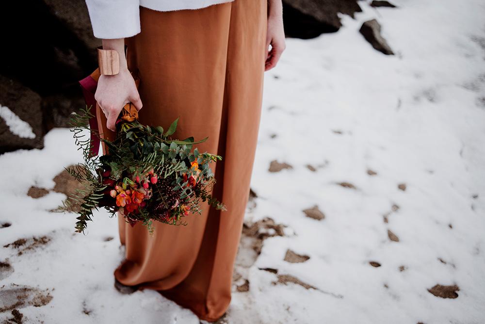 miedziana suknia slubna-bukiet slubny z motywem bordowym-naturalna fotografia slubna_DSC8008