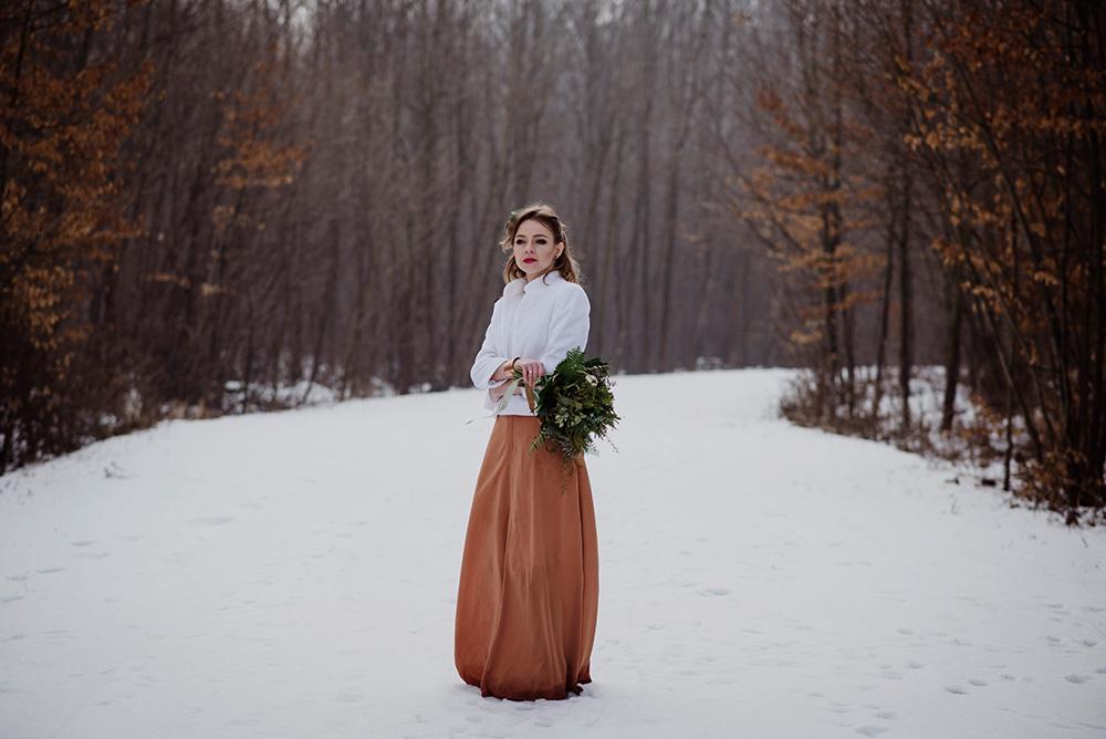 naturalna sesja w lesie-miedziana suknia slubna_DSC8185