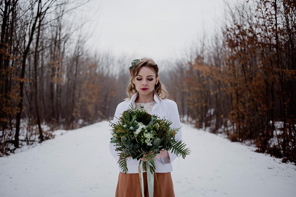 Naturalna zimowa sesja plenerowa w lesie-slub z motywem miedzi i greenery_DSC8263