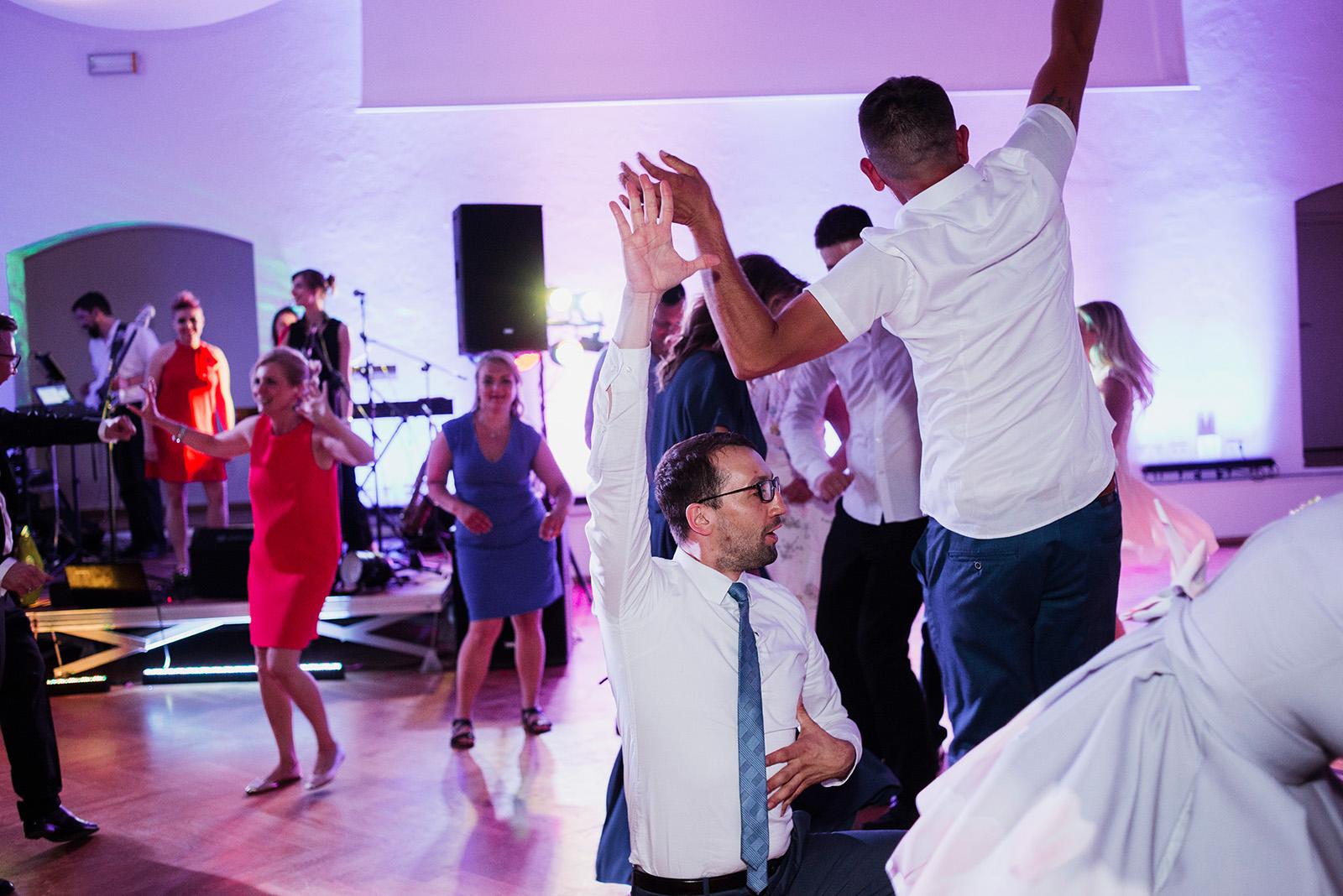 zdjecia ze slubu w krzyzowej - taniec gosci
