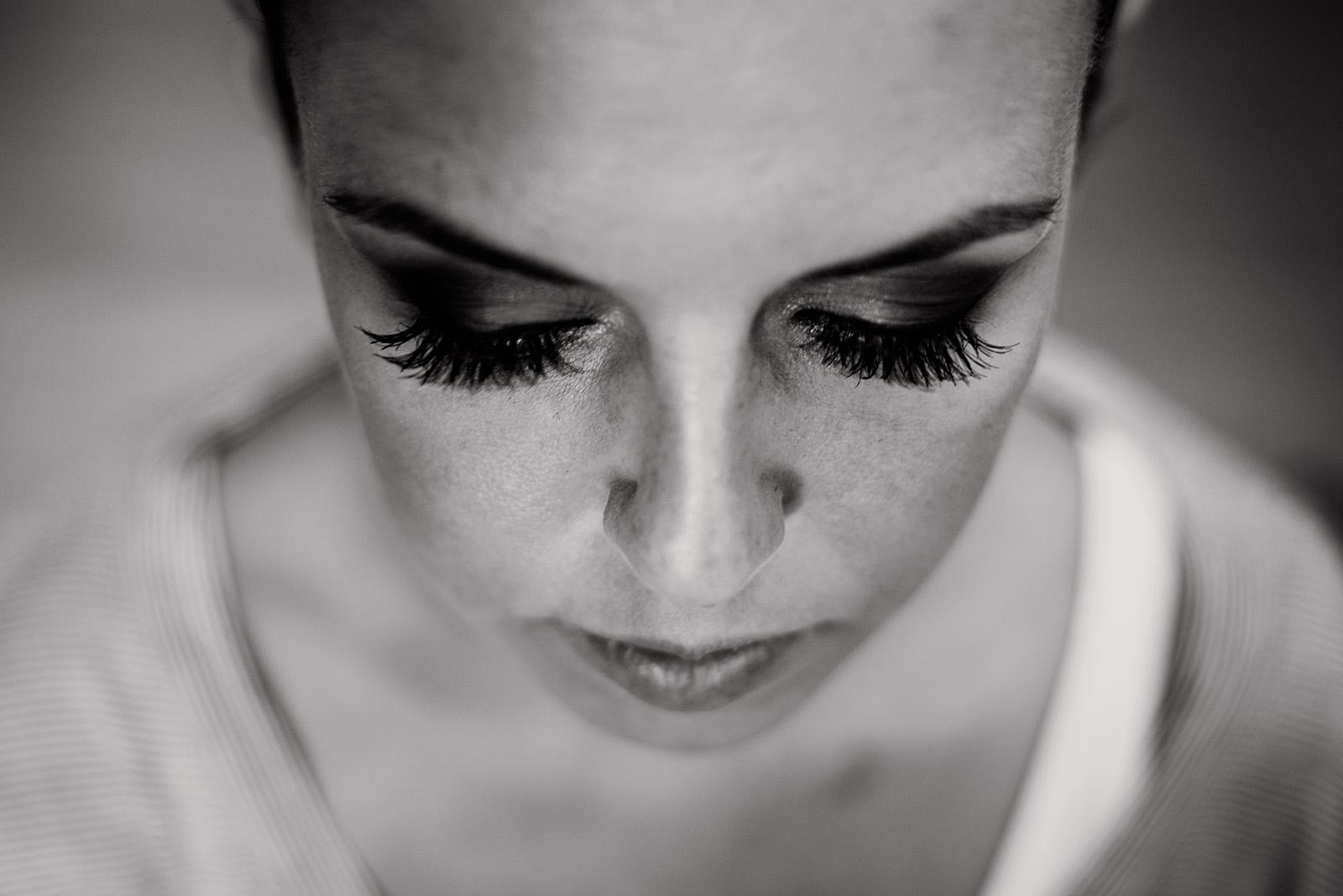 naturalna fotografia slubna - makijaz panny mlodej