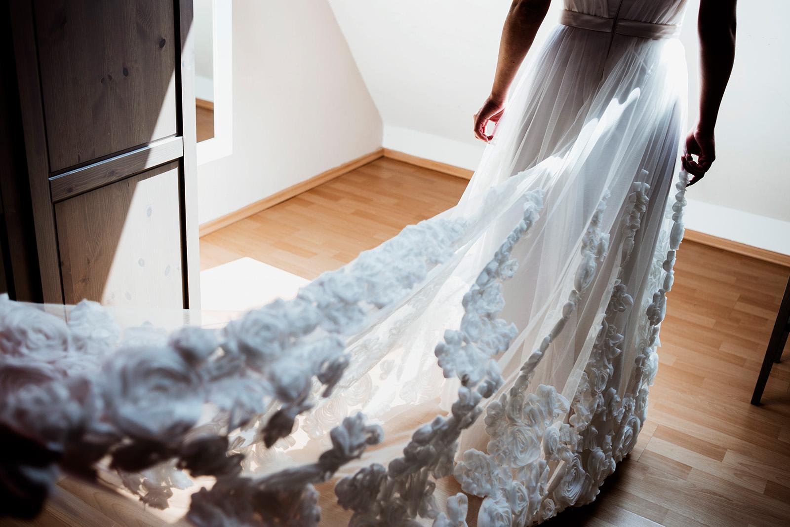 naturalny fotoreportaz slubny - piekna suknia slubna - anne-marie