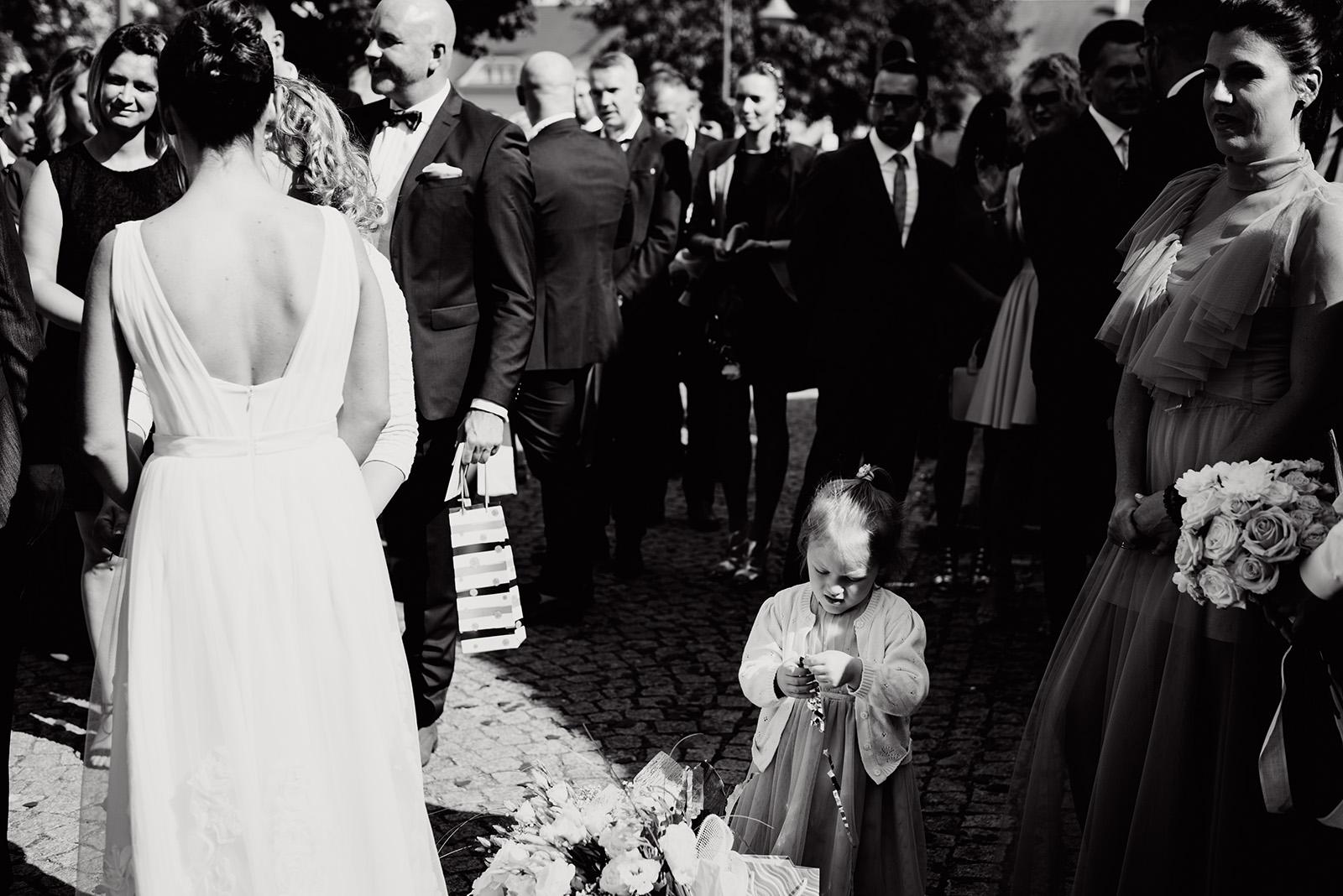 naturalna fotografia slubna - zyczenia gosci - wesele w krzyzowej - dzieci