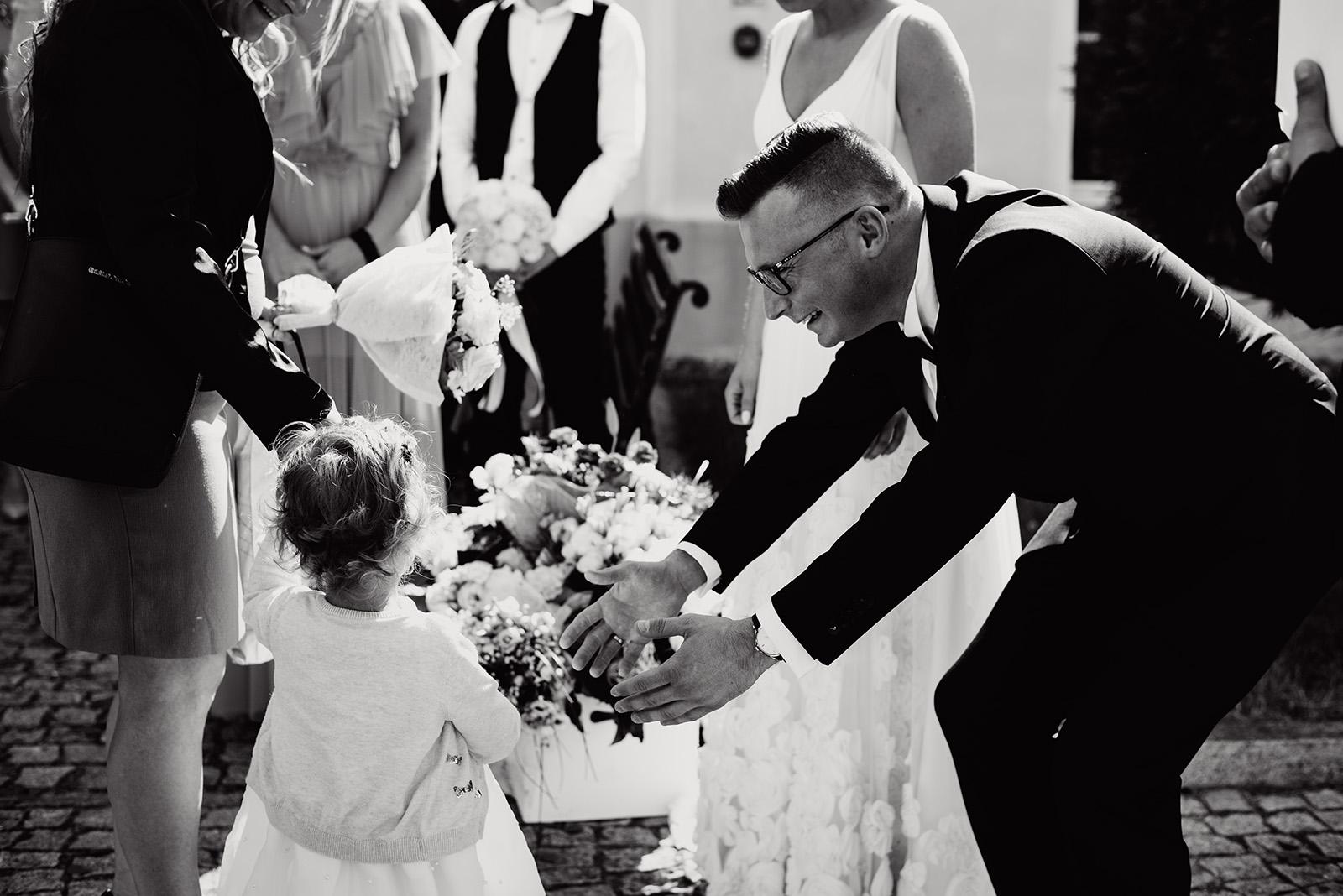 naturalna fotografia slubna - zyczenia dzieci- wesele w krzyzowej