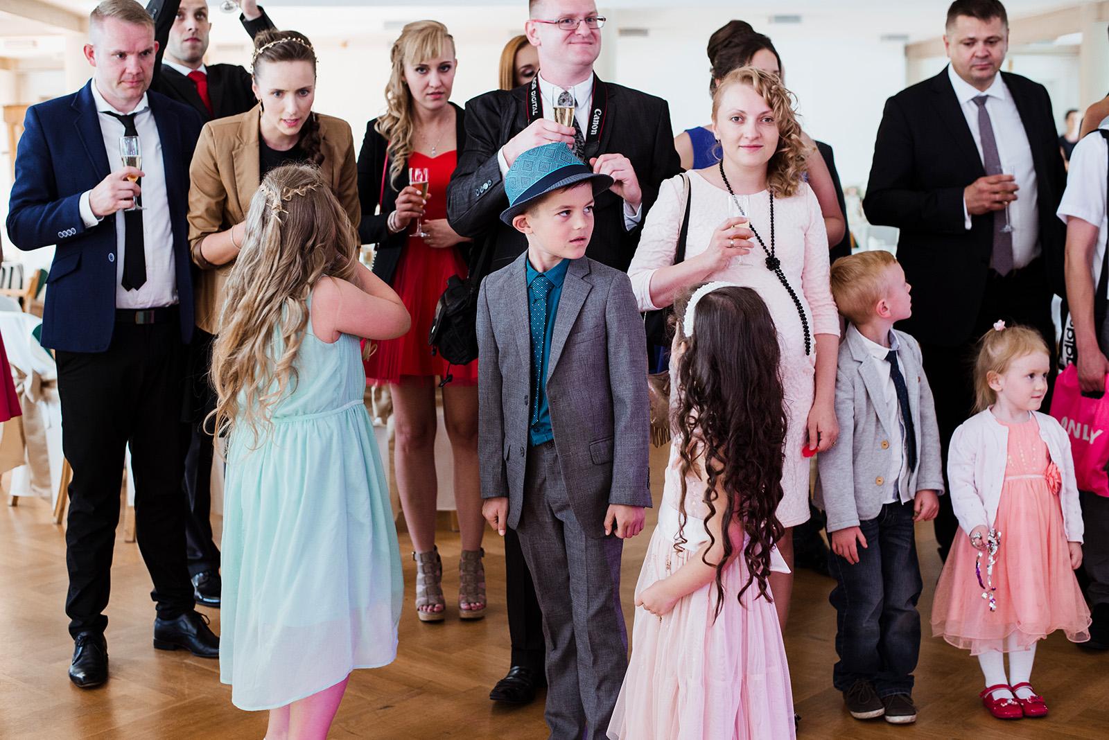 wesele w krzyzowej - dzieci na weselu