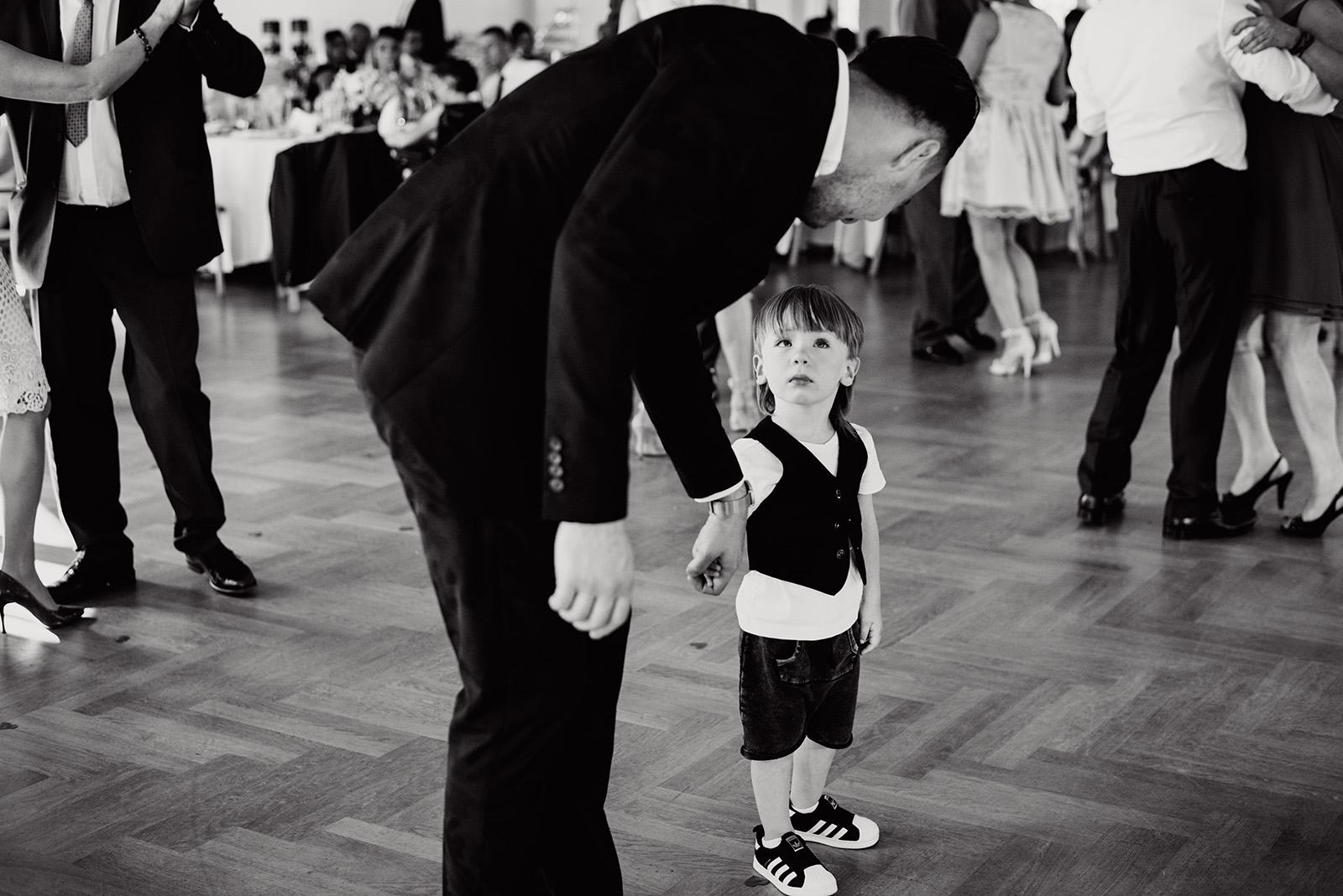fotoreportaz slubny - wesele w krzyzowej - dzieci na weselu