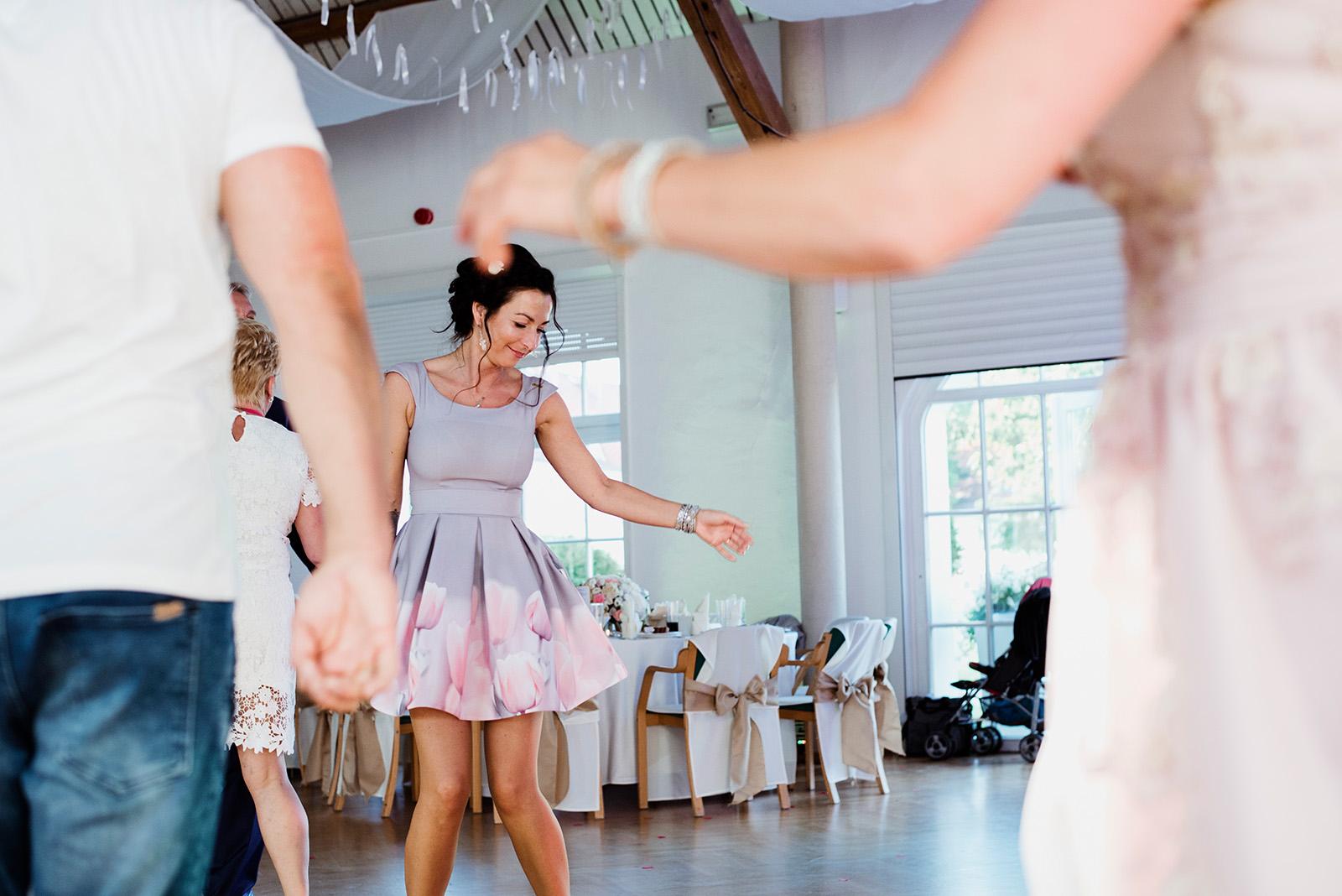 naturalna fotografia slubna - wesele w krzyzowej