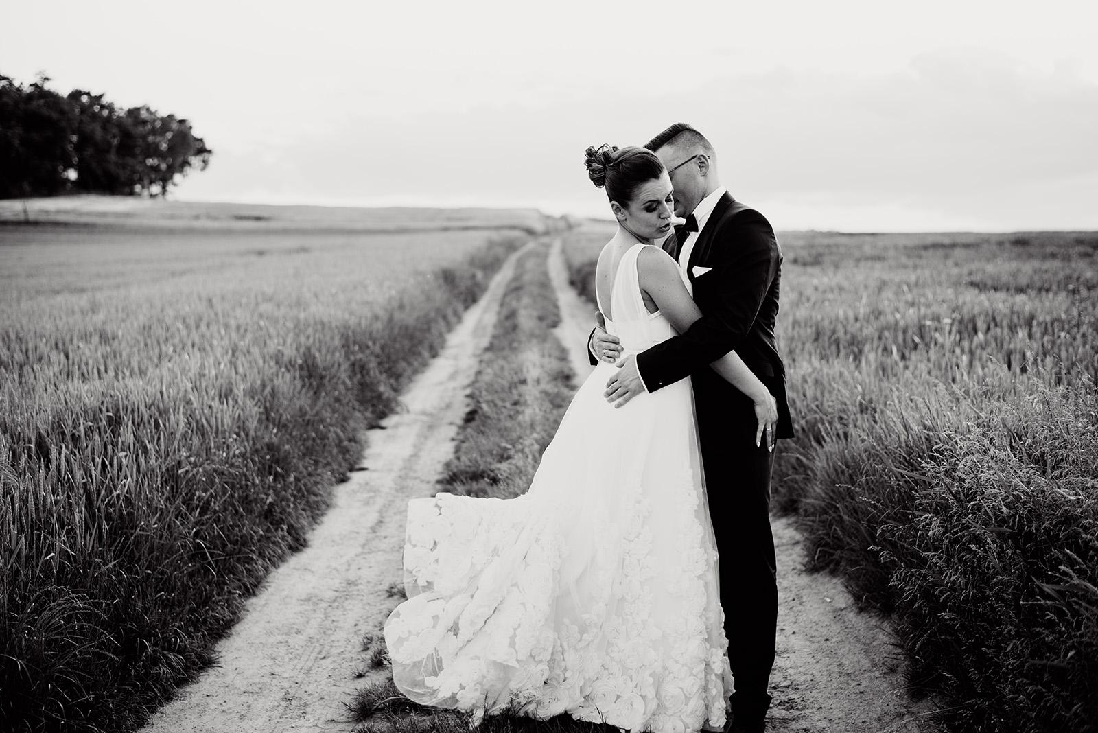 sesja na slubie - wesele w krzyzowej - suknia slubna