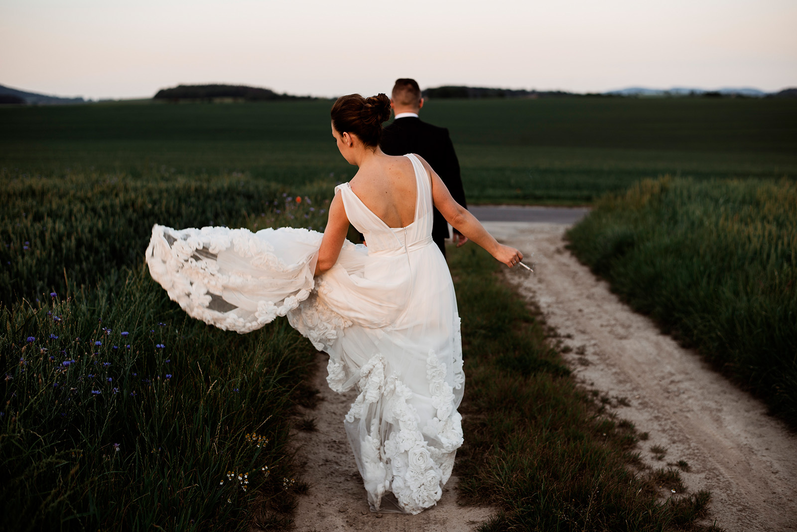naturalna sesja zdjeciowa na slubie - wesele w krzyzowej - panna mloda