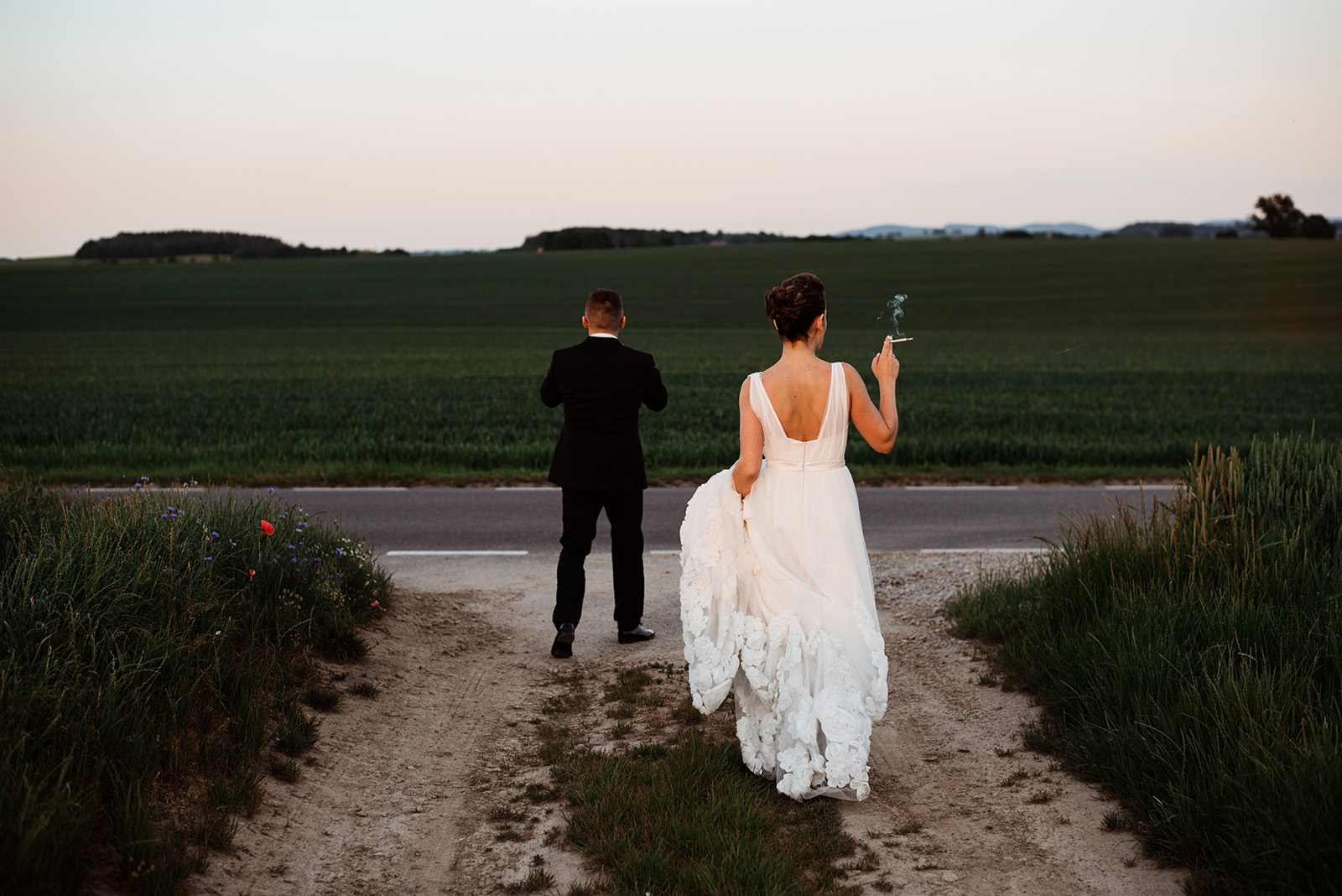 naturalna sesja zdjeciowa na slubie - wesele w krzyzowej - rockowa panna mloda