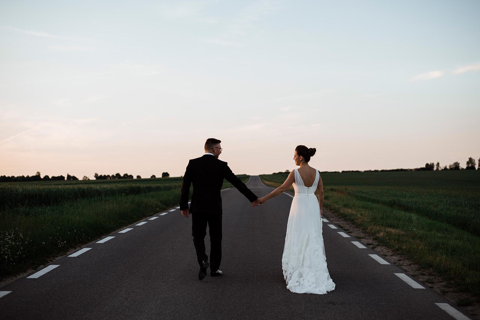 naturalna sesja zdjeciowa na slubie - wesele w palacu krzyzowa