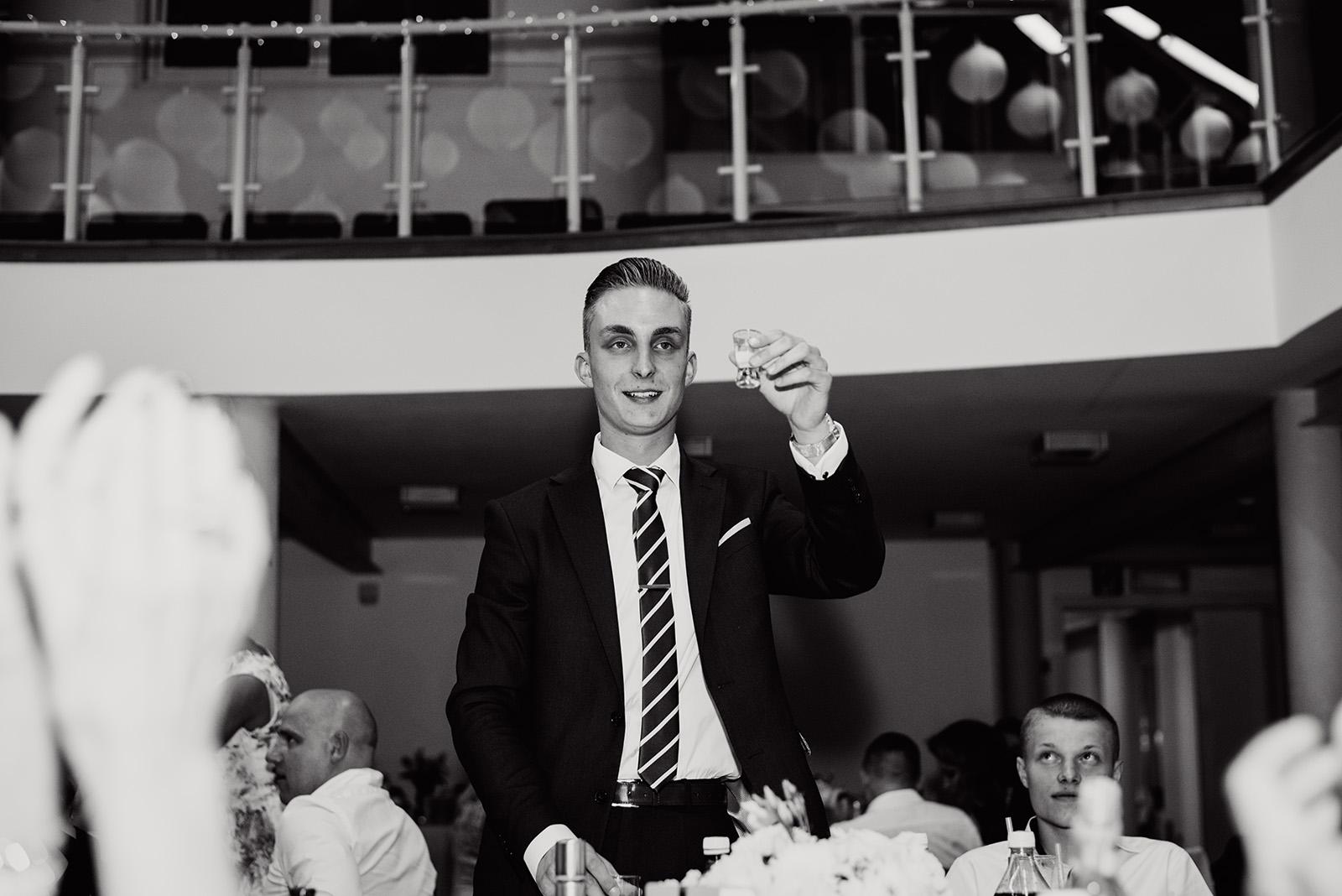fotoreportaz slubny - wesele w krzyzowej - zabawa gosci