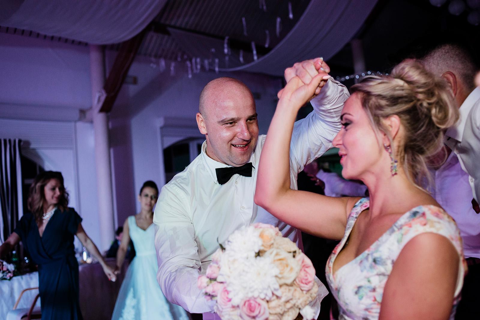 fotoreportaz slubny - wesele w krzyzowej - oczepiny