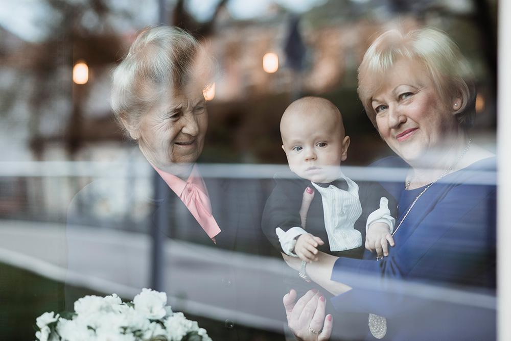 zdjecia z babcia - przyjecie z okazji chrzcin