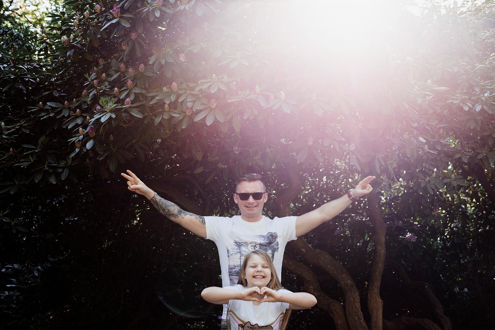 naturalna fotografia rodzinna w pieknym swietle - park ksiazanski