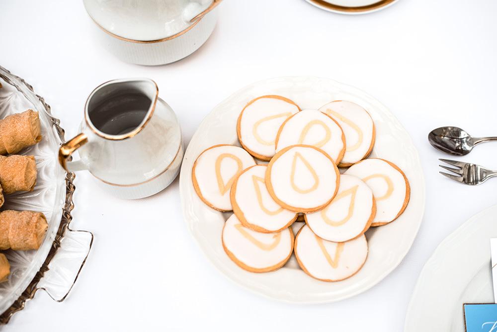 ciasta slodkie okruszki-naturalna fotografia slubna-mieszko i jagienka