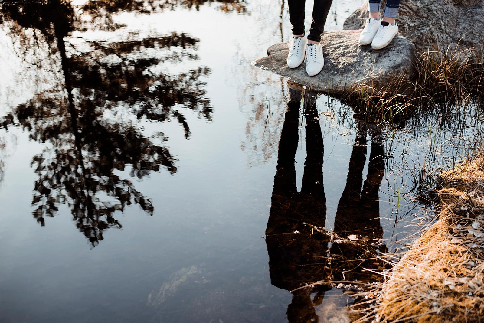 sesja narzeczenska na bagnach-fotografia w szwecji