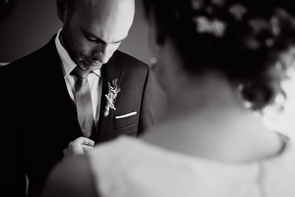 naturalna fotografia slubna - wesele w mieszku i jagience - przygotowania pary mlodej