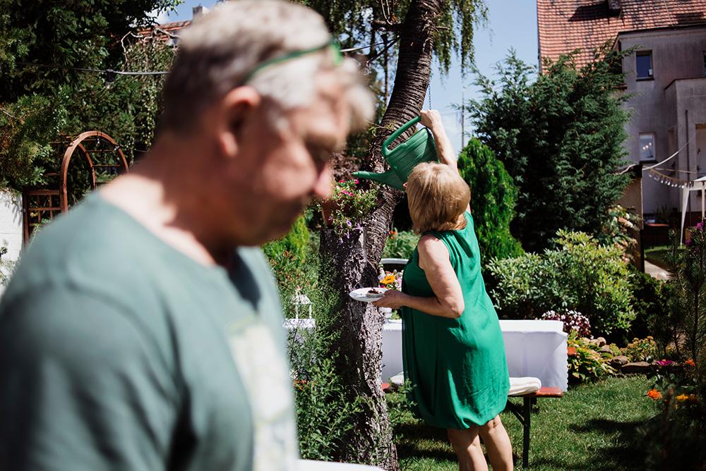 wesele w ogrodzie we wroclawie - naturalna fotografia slubna