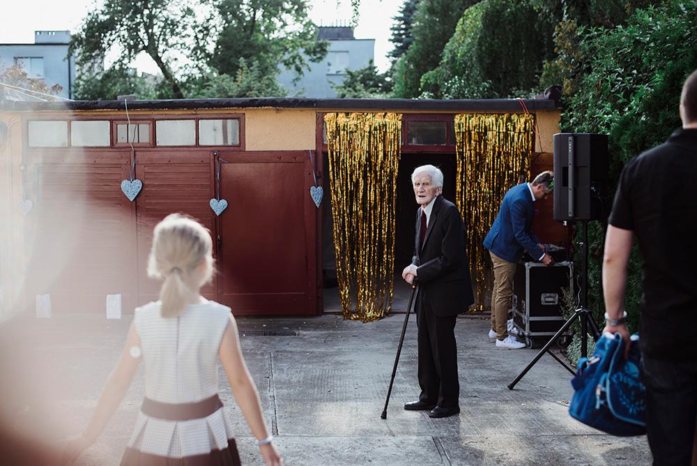 wesele w ogrodzie i garazu - slow wedding - zdjecia slubne we wroclawiu