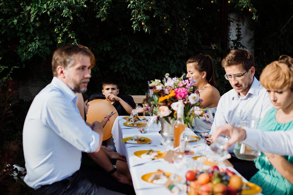 wesele w ogrodzie - slub w stylu slow - fotografia naturalna we wroclawiu