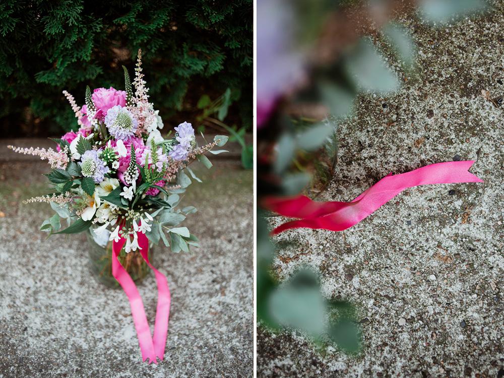 bukiet slubny z motywem rozowym - naturalna fotografia slubna
