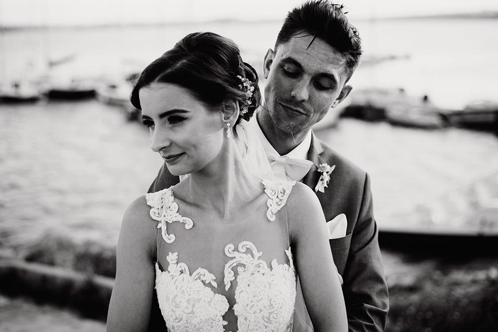 wesele w dworku pilawskim - slub z zoltymi dodatkami - sesja slubna nad jeziorem mietkowskim