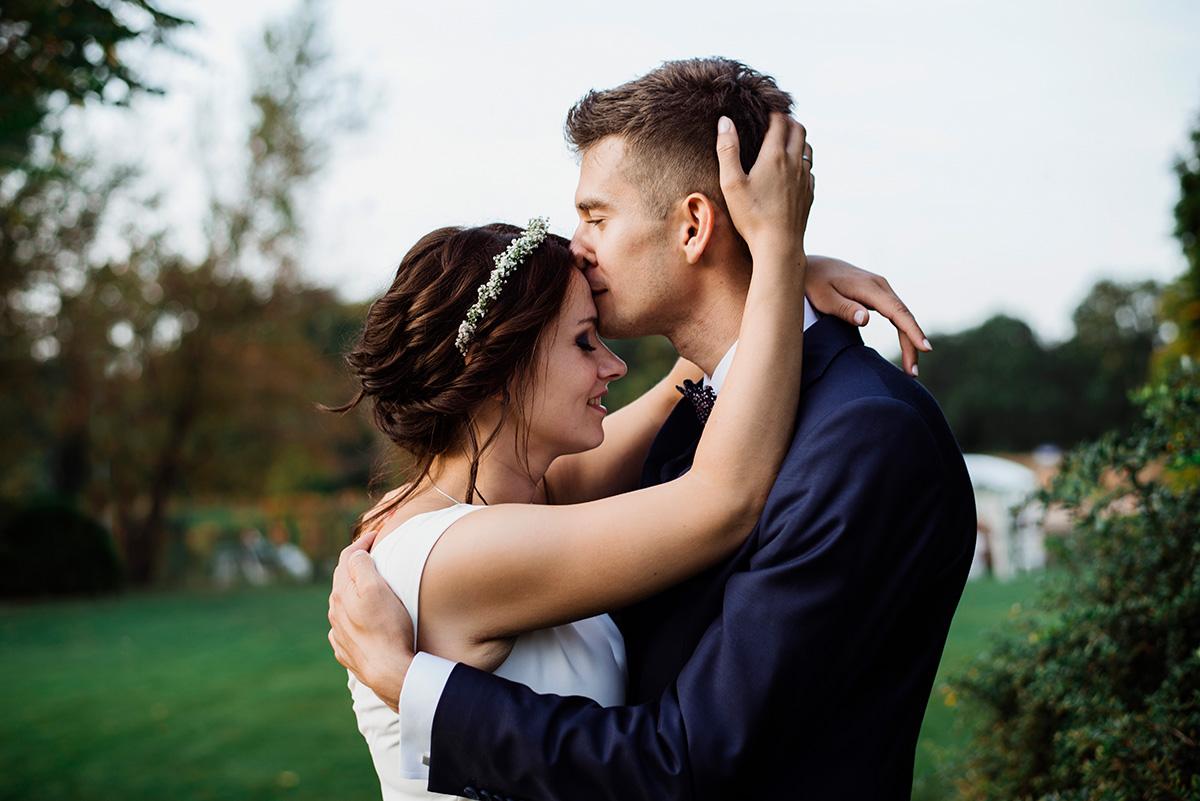 naturalna fotografia slubna - slub we wroclawiu - wesele w hotelu wodnik