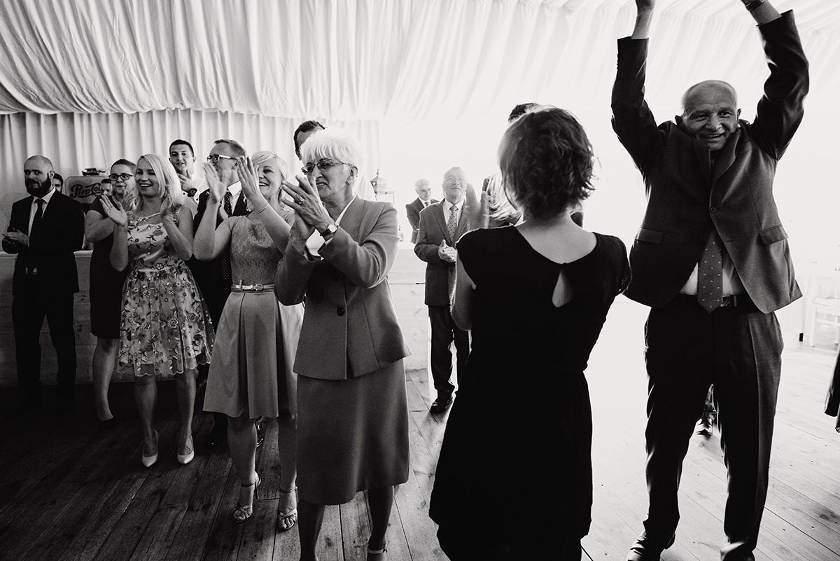 wesele w hotelu wodnik we wroclawiu - fotoreportaz slubny - taniec gosci