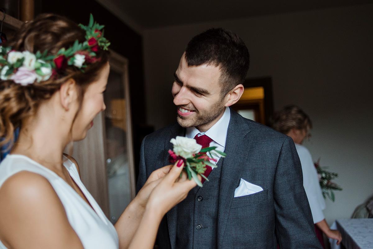 przygotowania do slubu - wesele z dodatkami w kolorze bordowym