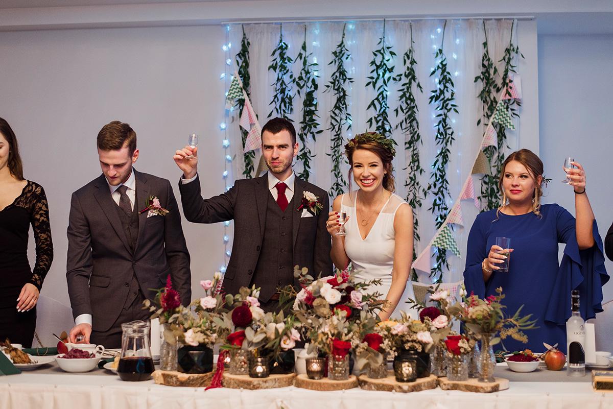 wesele na luzie - fotoreportaz slubny - stol weselny