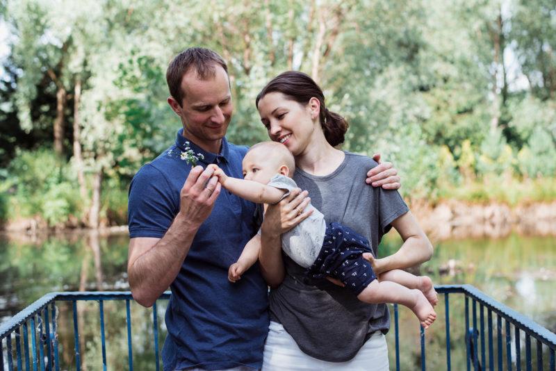 naturalna sesja rodzinna we wroclawiu - sesja przy karczmie rzym