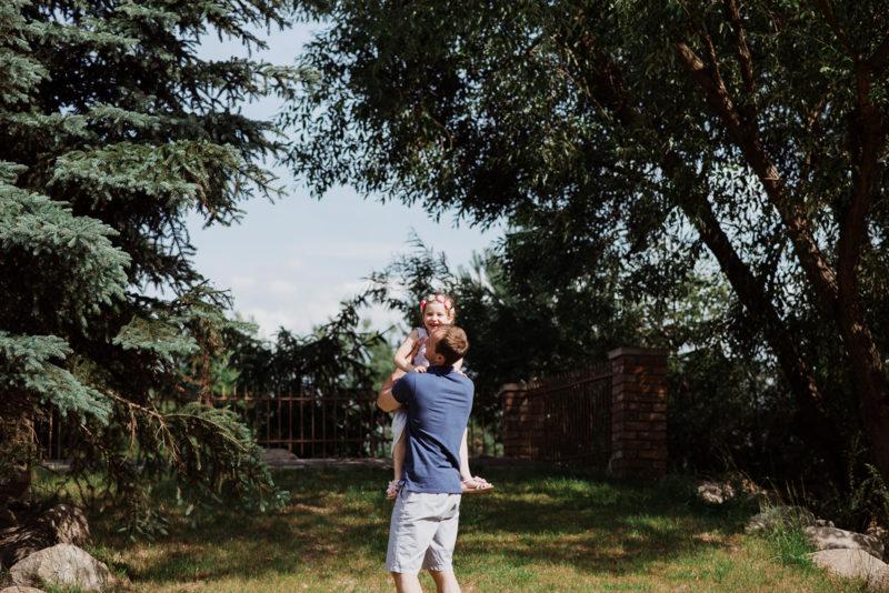 sesja rodzinna we wroclawiu - sesja przy karczmie rzym - naturalny fotoreportaz