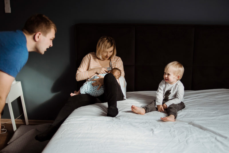 naturalne zdjecia rodzinne w domu - wroclaw