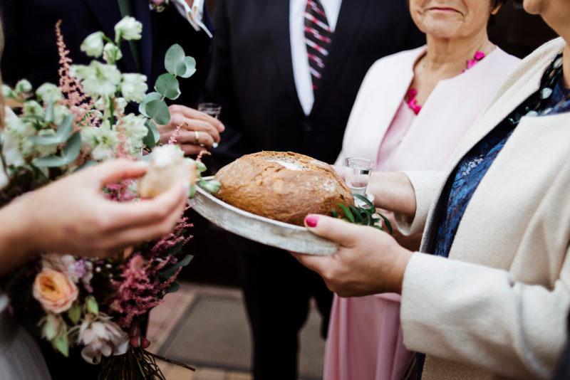 wesele - spichlerz galowice - powitanie mlodych