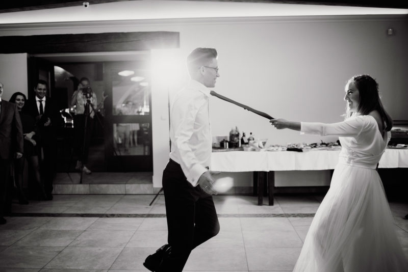 wesele - spichlerz galowice - pierwszy taniec pary mlodej