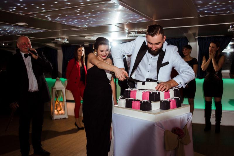 naturalny fotoreportaz slubny - wesele na statku wratislavia we wroclawiu